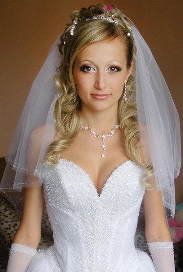 самые красивые свадебные прически на средние волосы с фатой фото