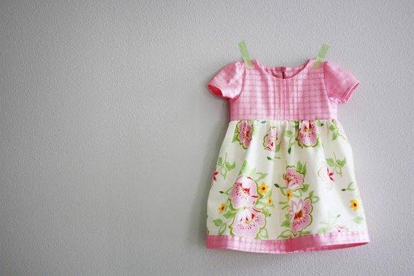 Летнее платье для девочки в год сшитое своими руками 771