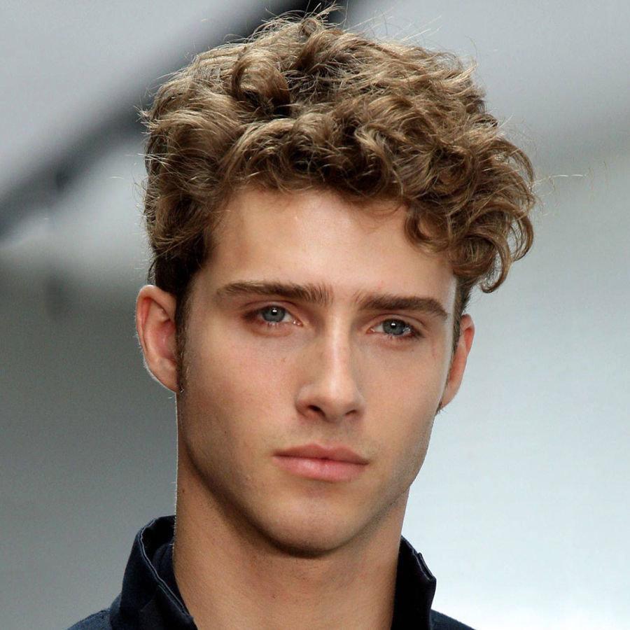 Модные мужские прически для кудрявых волос фото