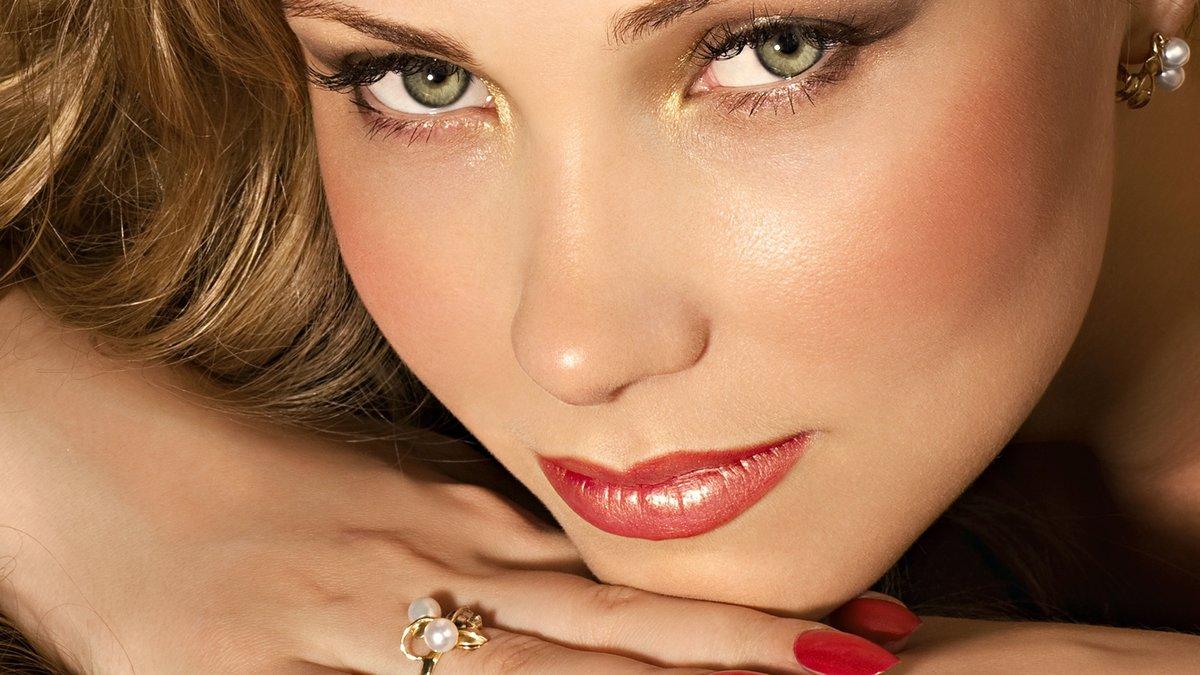 Свадебный макияж для маленьких зеленых глаз