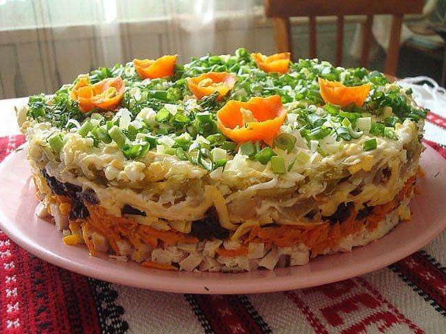 Самые вкусные слоеные салаты на праздничный стол рецепты с