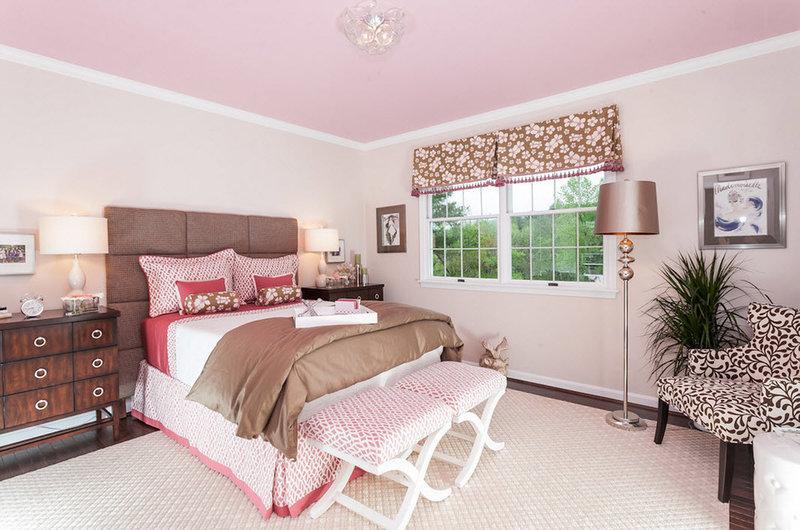 Фото интерьеров с розовыми натяжными потолками