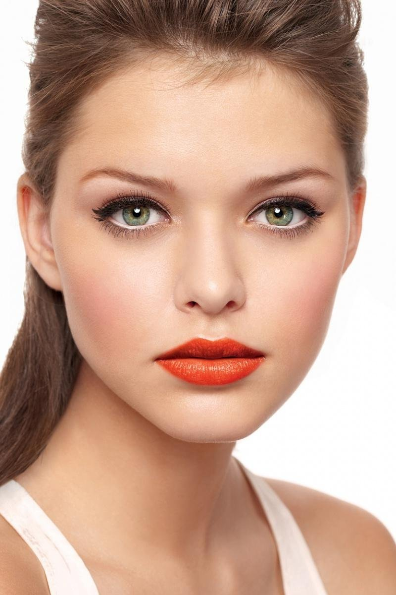 Какой макияж при красной помаде