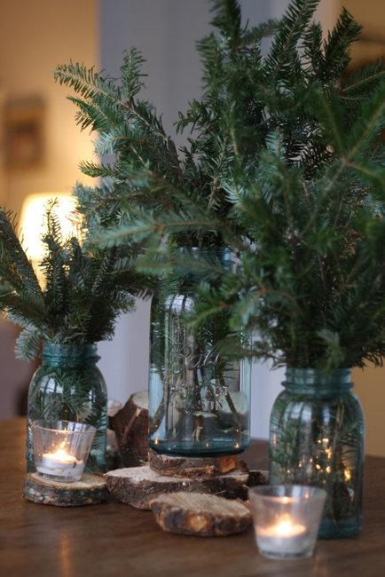 Как украсить елочные ветки в вазе