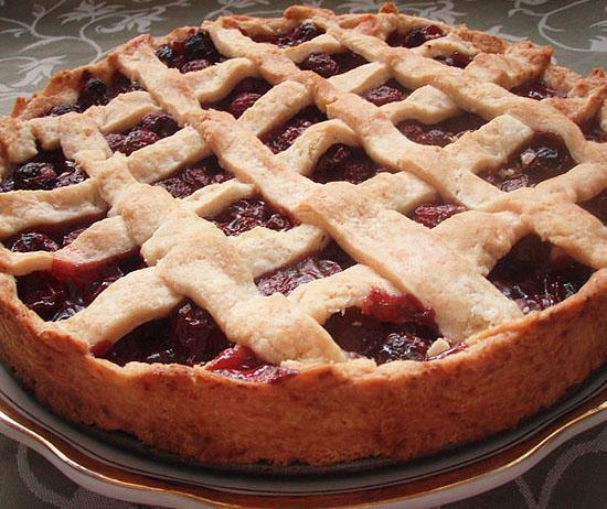 Открытый пирог с вишнейы с фото