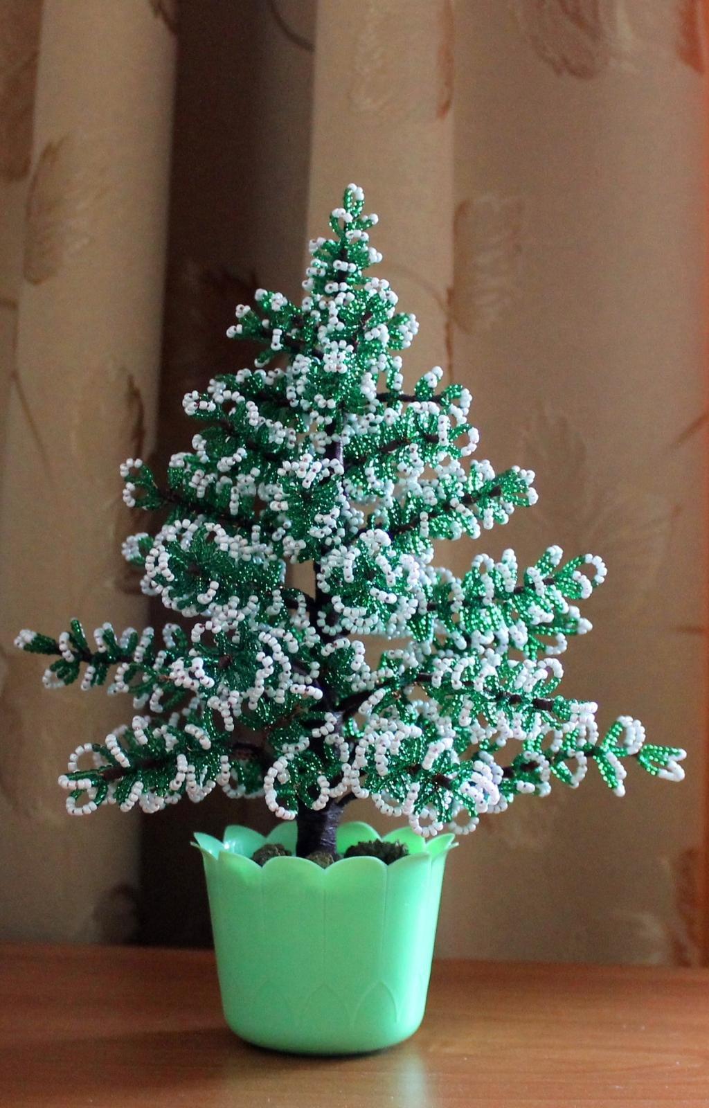 Игольчатая елка из бисера с пошаговым фото