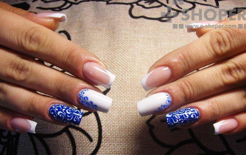 Дизайн ногтей с бело синим