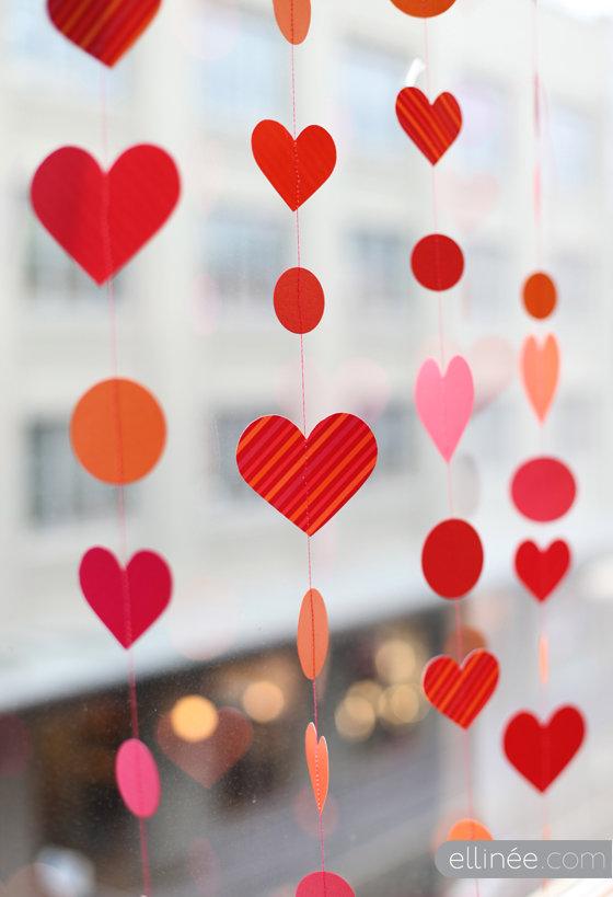 Как сделать гирлянду из бумажных сердец