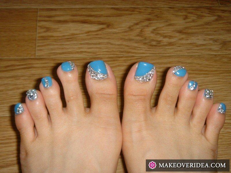 Стразы на ногтях на ногах