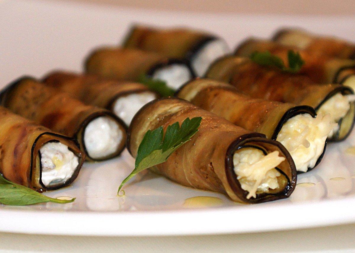 Баклажаны фаршированные с сыром рулетики рецепт пошагово