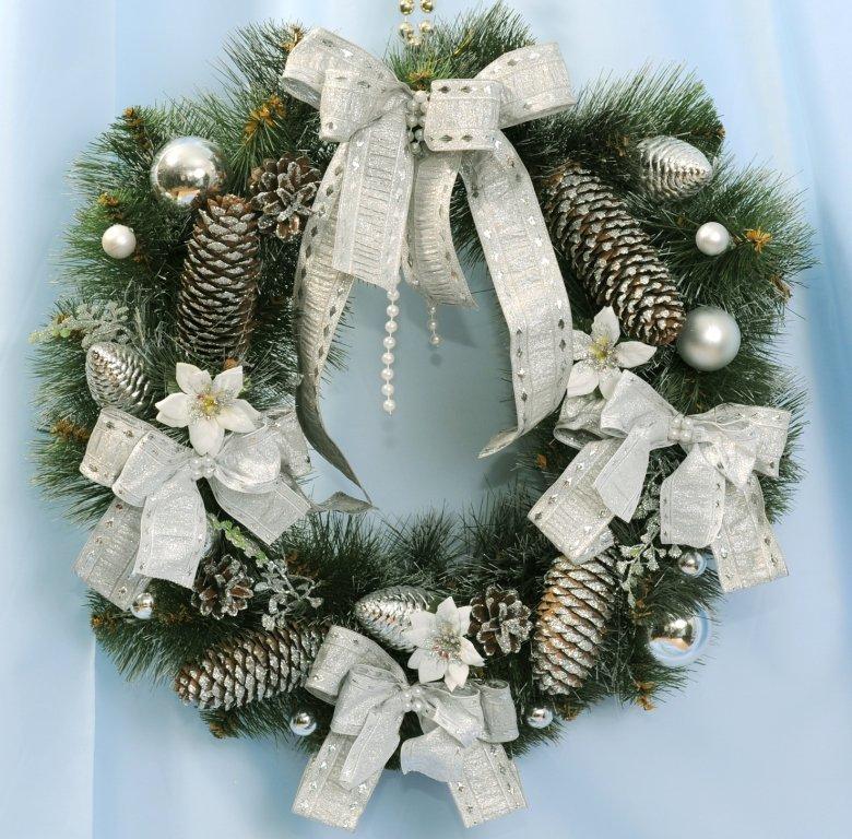 Венки новогодние своими руками из сосны