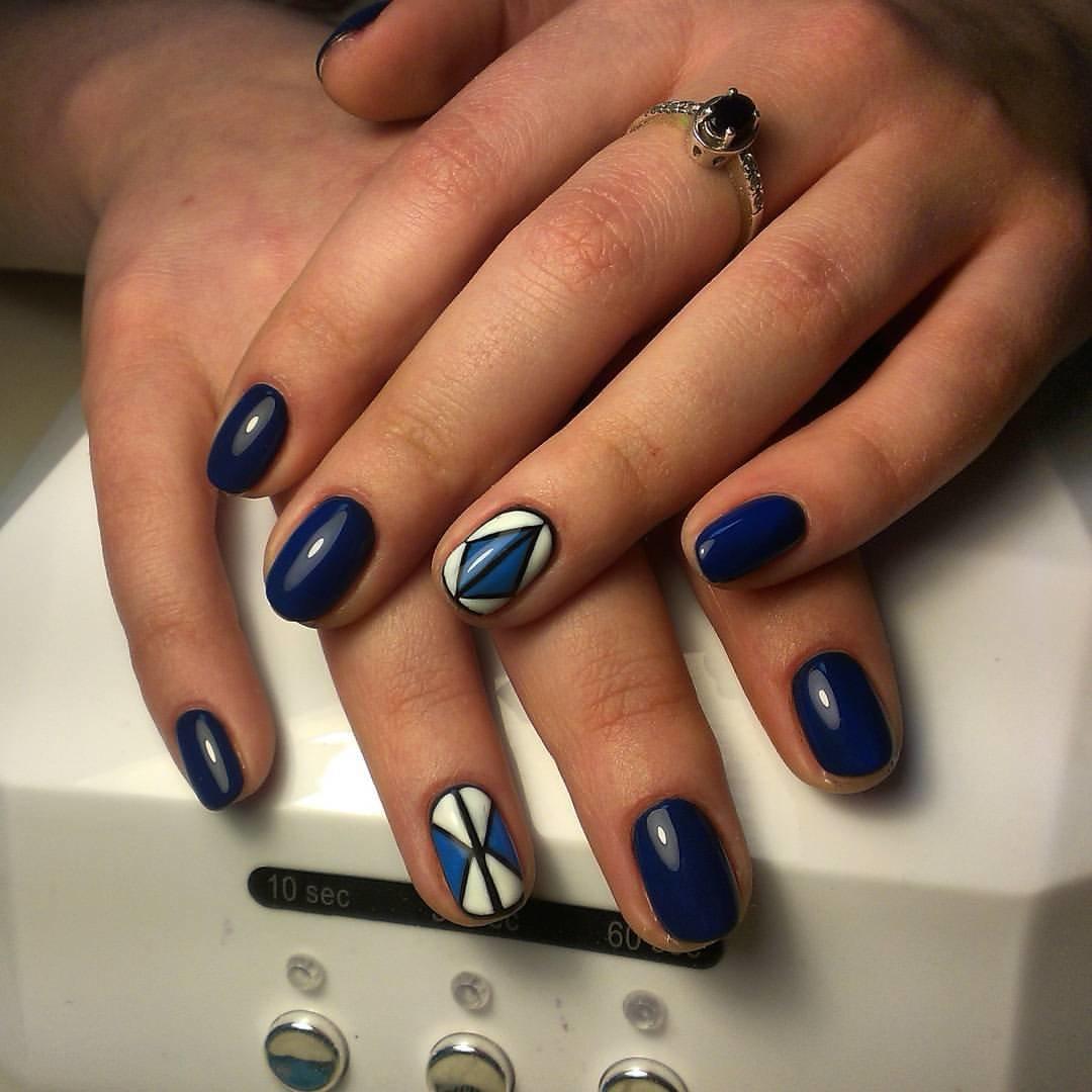 Маникюр синий гель лак на короткие ногти фото