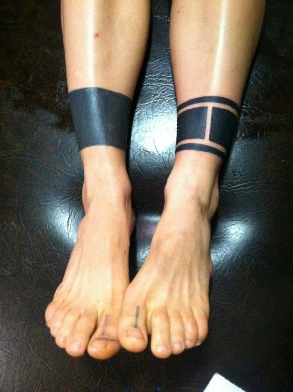 Фото тату блэкворк на ноге