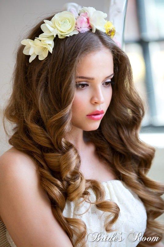 Прическа на длинные волосы с цветком фото