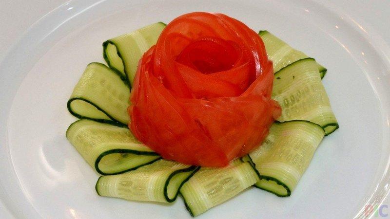 Как сделать розу из помидора огурца