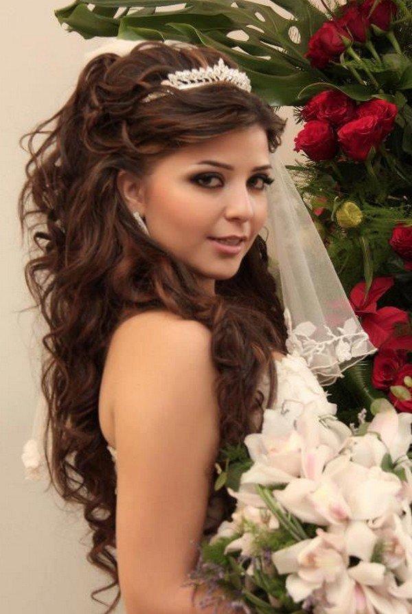 Фото свадебных причесок на длинные волосы с короной