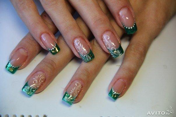 Ногти зелёного цвета френч