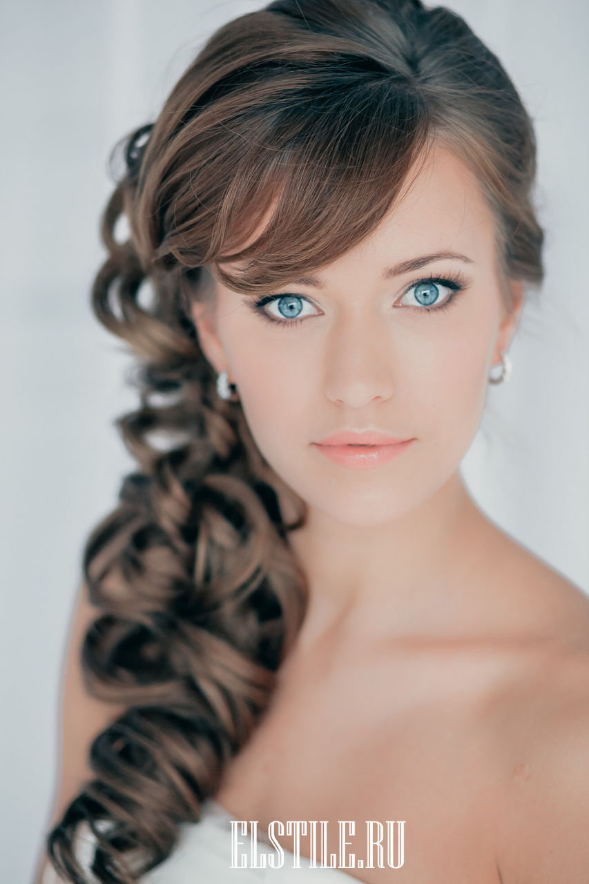 Пышные прически с челкой на длинные волосы фото