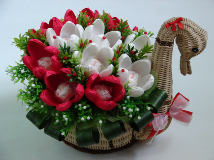 Букет с цветами из конфет своими руками мастер класс