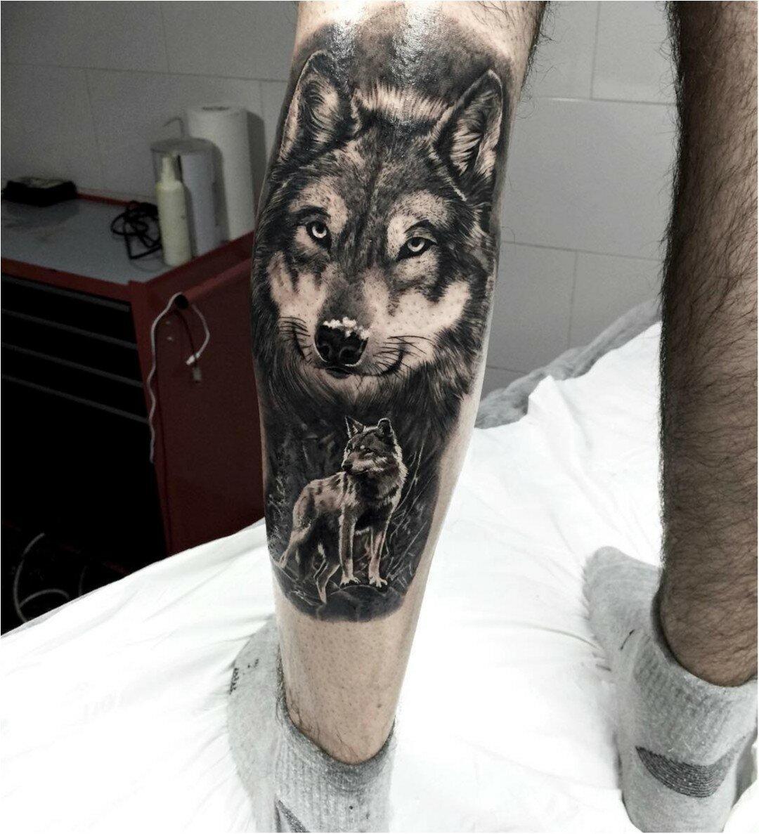 Тату волк на икре ноги