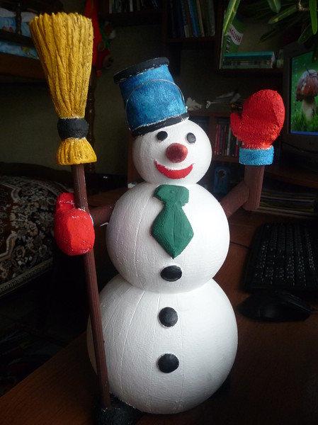 Сделать снеговика своими руками из пенопласта