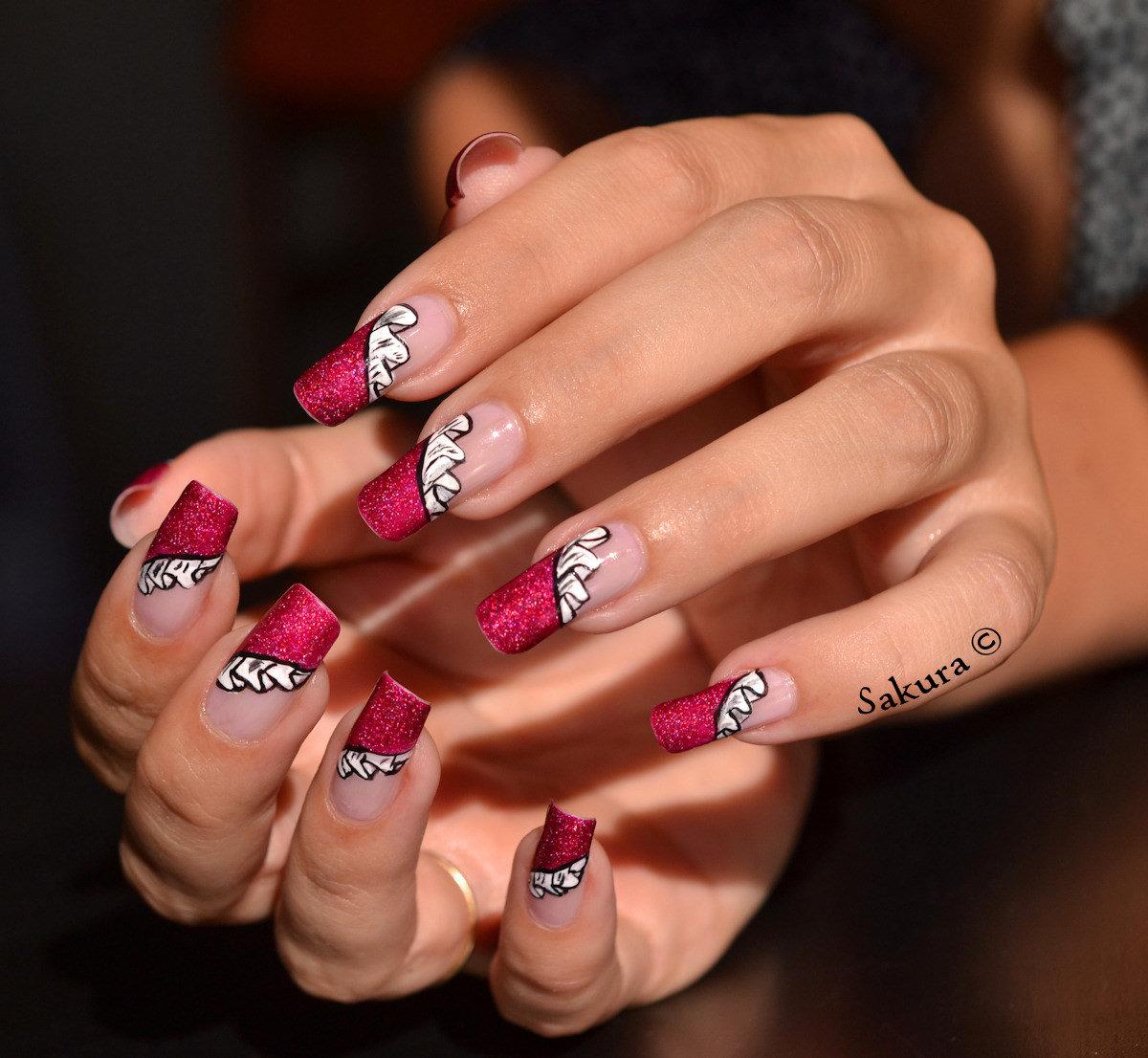 Нарощенные ногти красно-белые