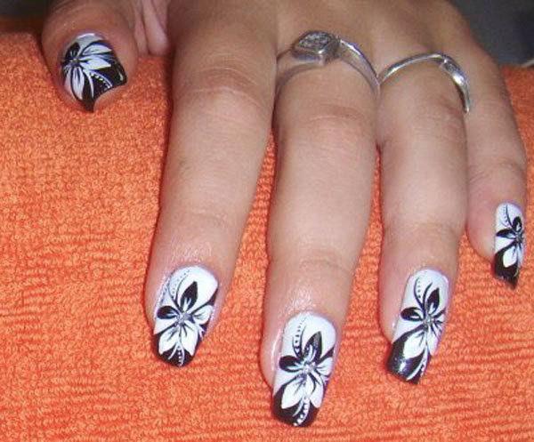 Фото дизайн ногтей в черно белом цвете
