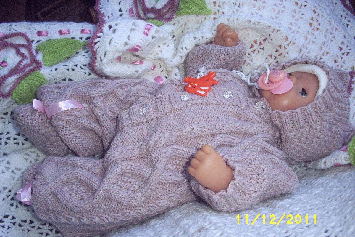 Вязание спицами комбинезона на новорожденного 39