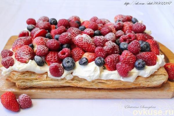 Слоеный пирог с ягодами замороженными