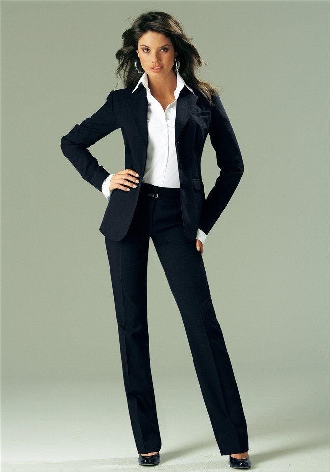 Женский черный брючный костюм