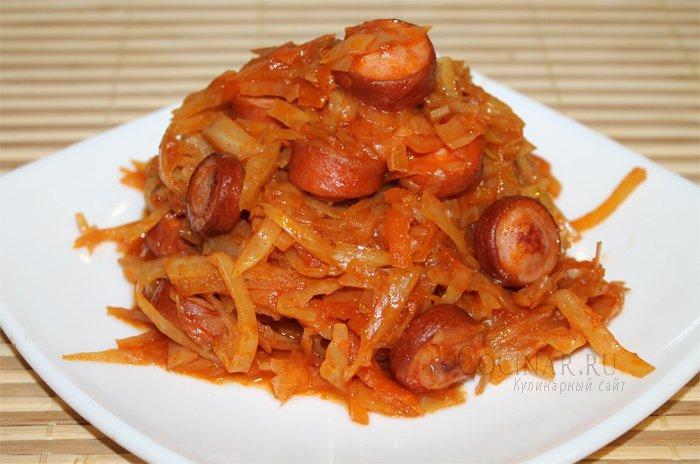 Капуста жареная с сосисками на сковороде рецепт
