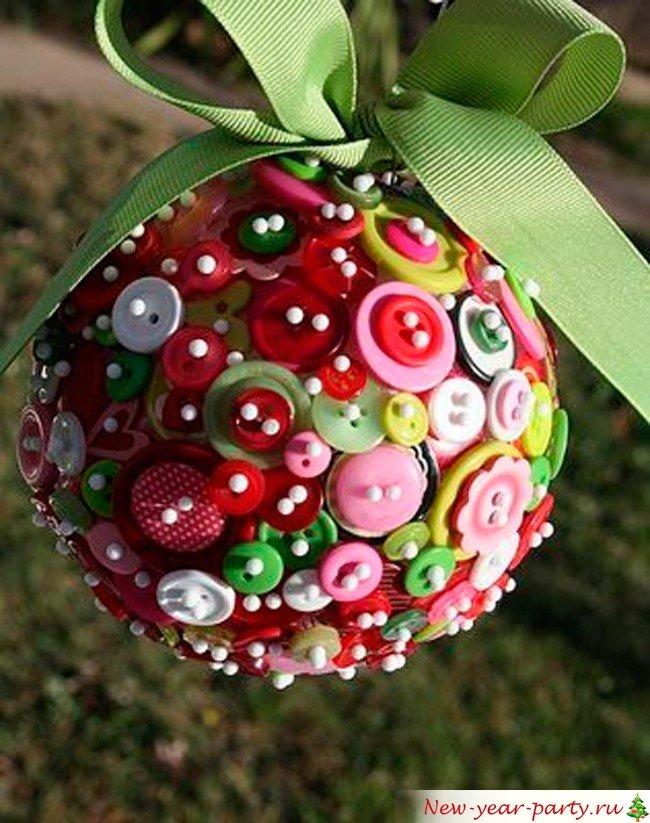 новогодний шарик из бисера и пуговиц - карточка от пользователя Юлия Матросова в Яндекс.Коллекциях
