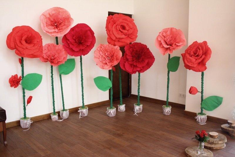 Как сделать большие бумажные цветы к празднику