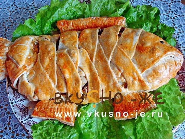 Рыбный пирог из слоеного теста с рыбными консервами пошаговый рецепт с