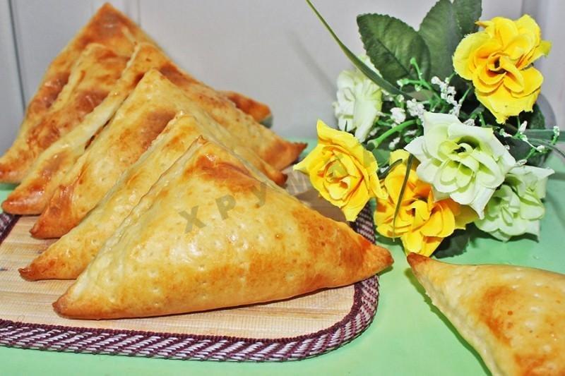 Хачапури приготовления из слоеного теста с сыром