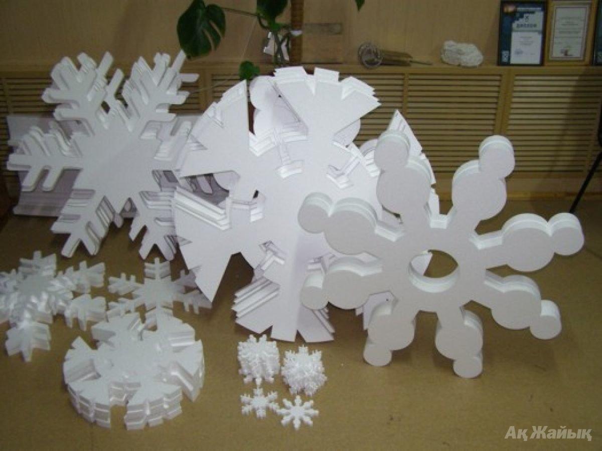 Новогодние поделки из пенопласта своими руками Как украсить елку из пенопласта. Декор своими руками