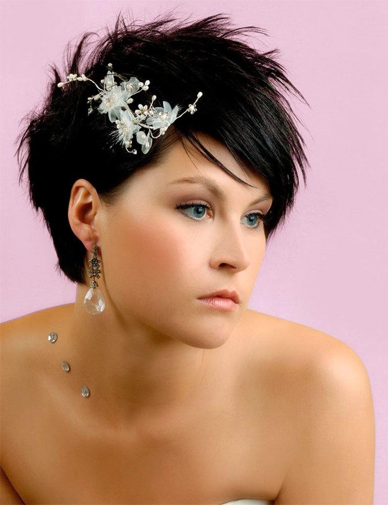 Красивый макияж на короткие волосы