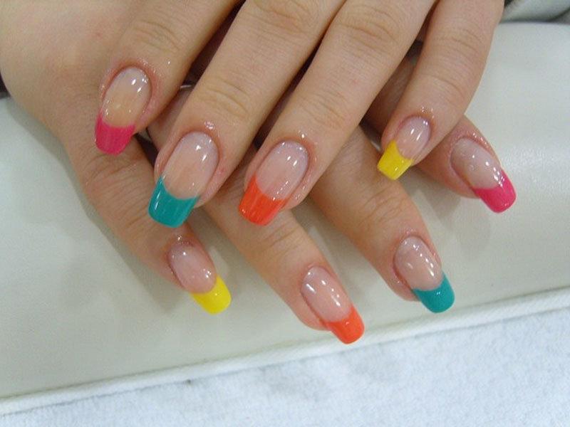 Дизайн ногтей цветной френч новинки