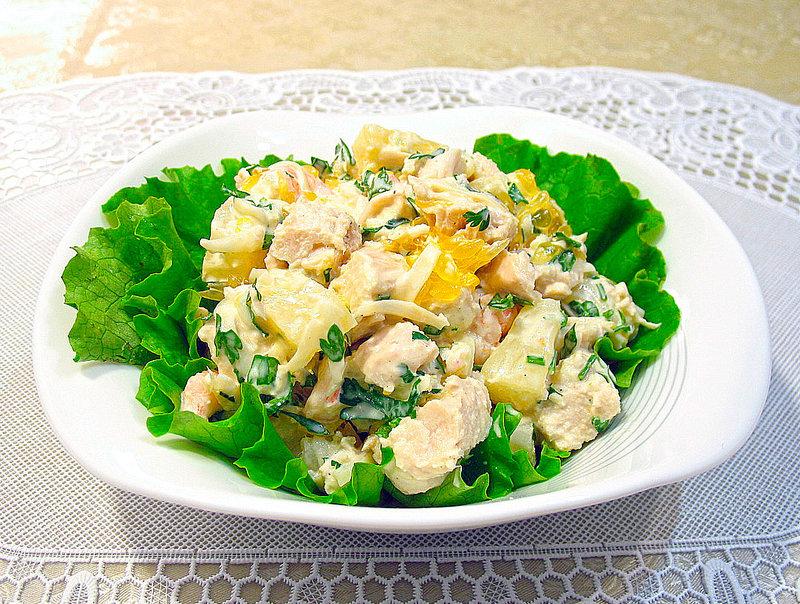 Салат з ананасом і куркою 102