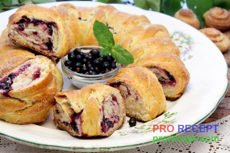Пироги в мультиварке с вареньем на скорую руку с