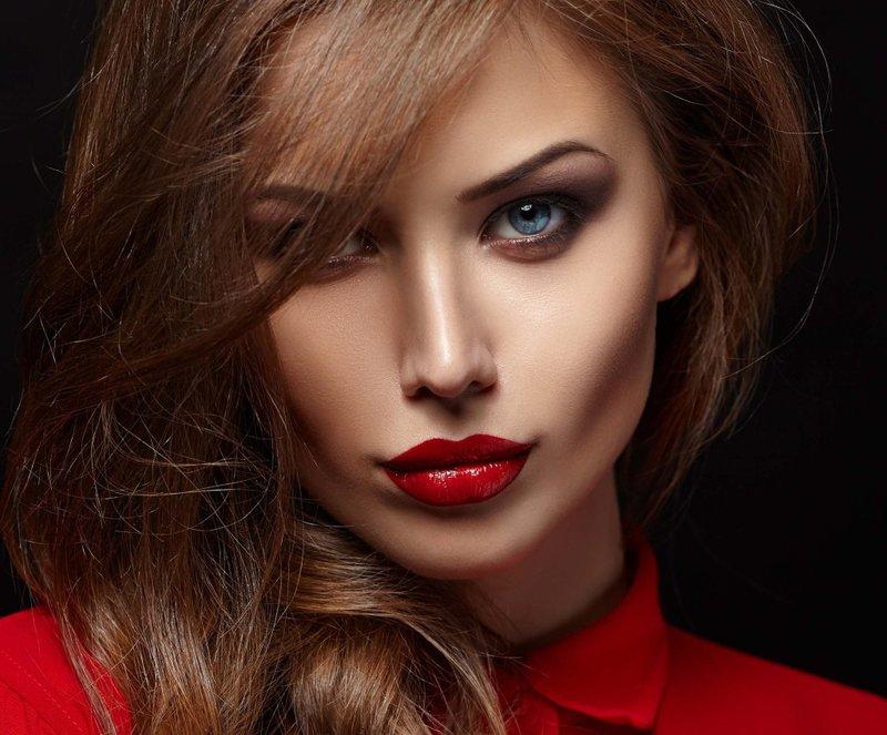 Красивое лицо с макияжем