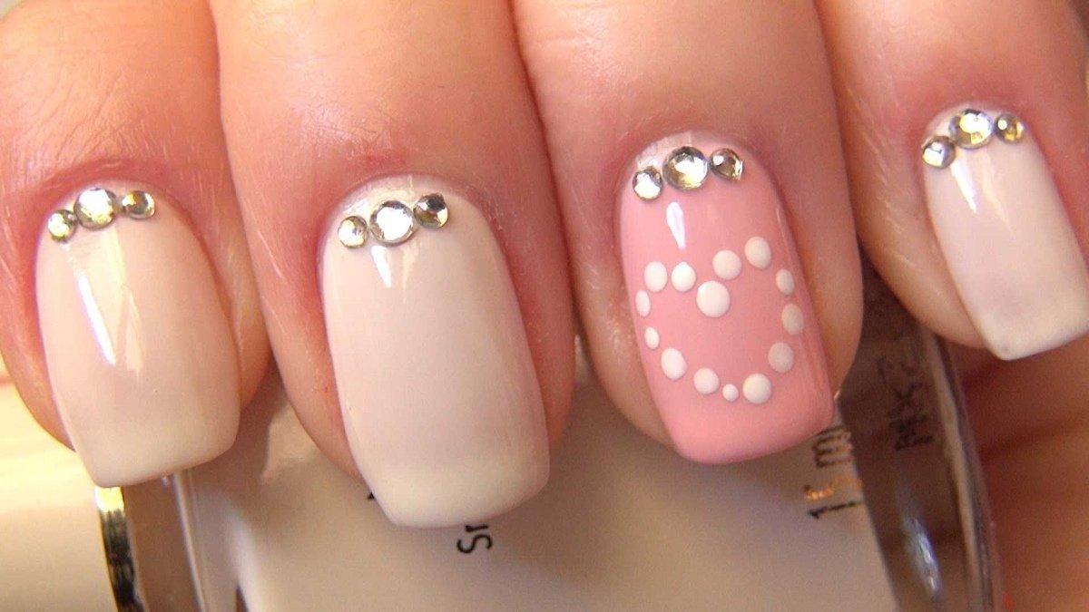 Идея ногтей со стразами фото