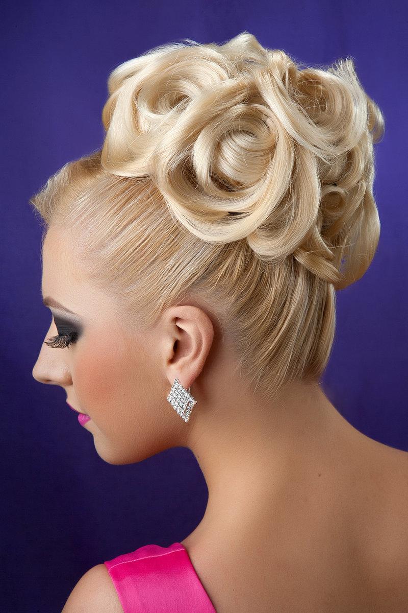 Фото причёсок с пучками