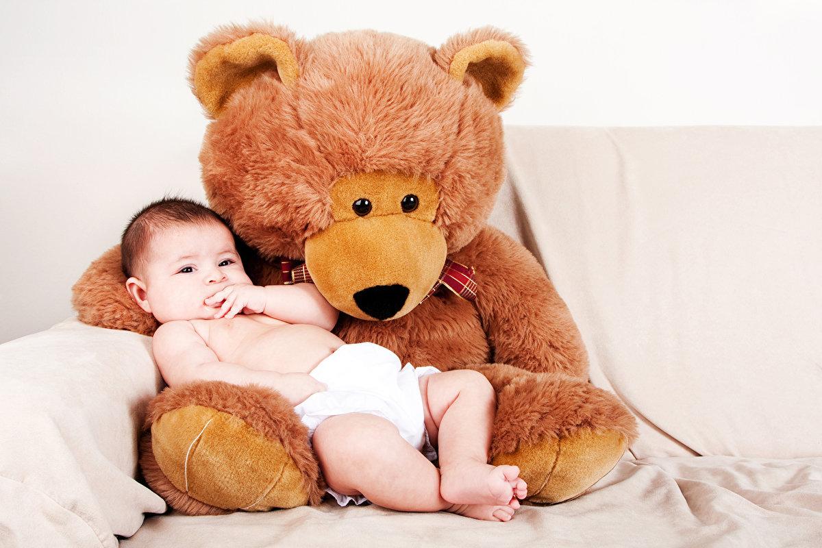 Медведь и ребёнок фото