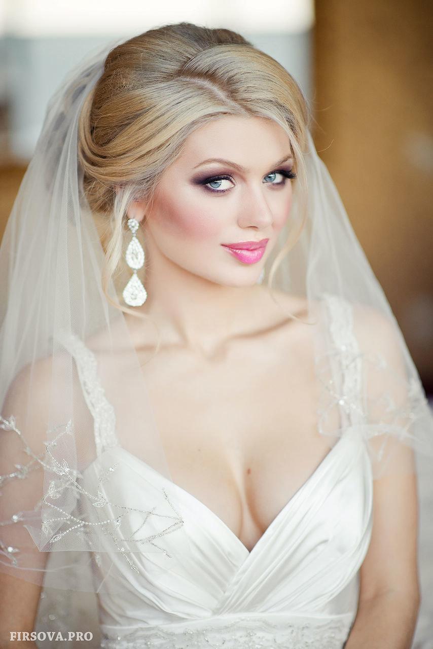Свадебная причёска под пышную фату