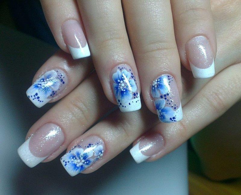 Бело-синие свадебные ногти