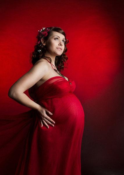 Беременная женщина в красивом платье 11