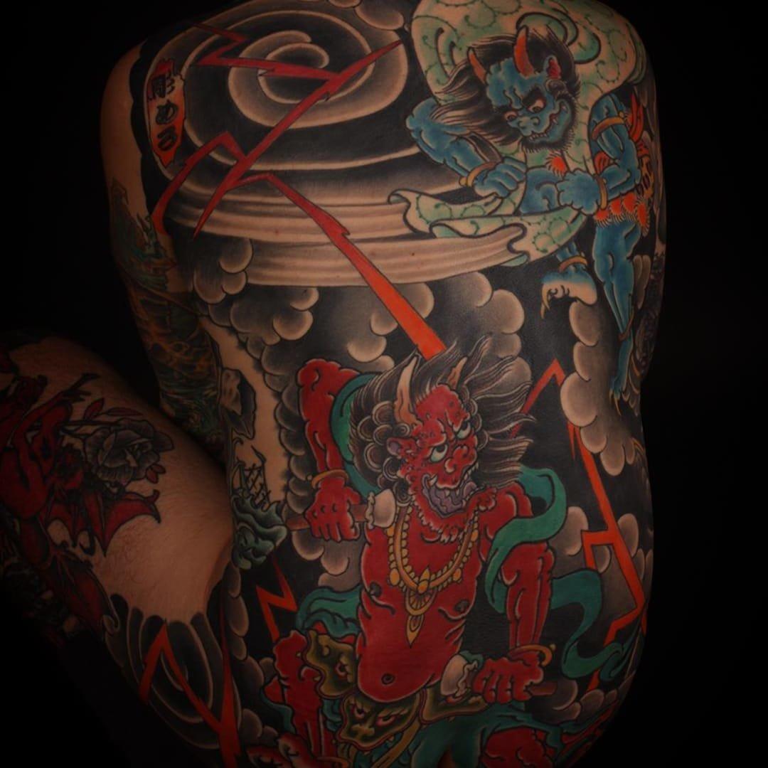 Цветные татуировки на теле фото