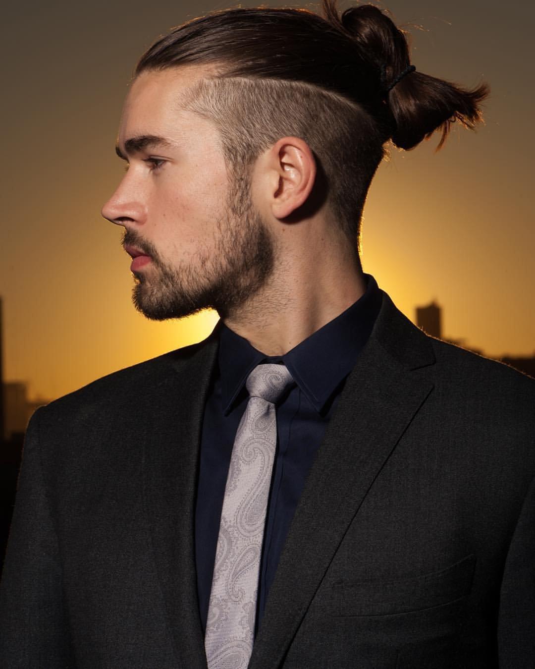 Прическа хвост на голове мужская