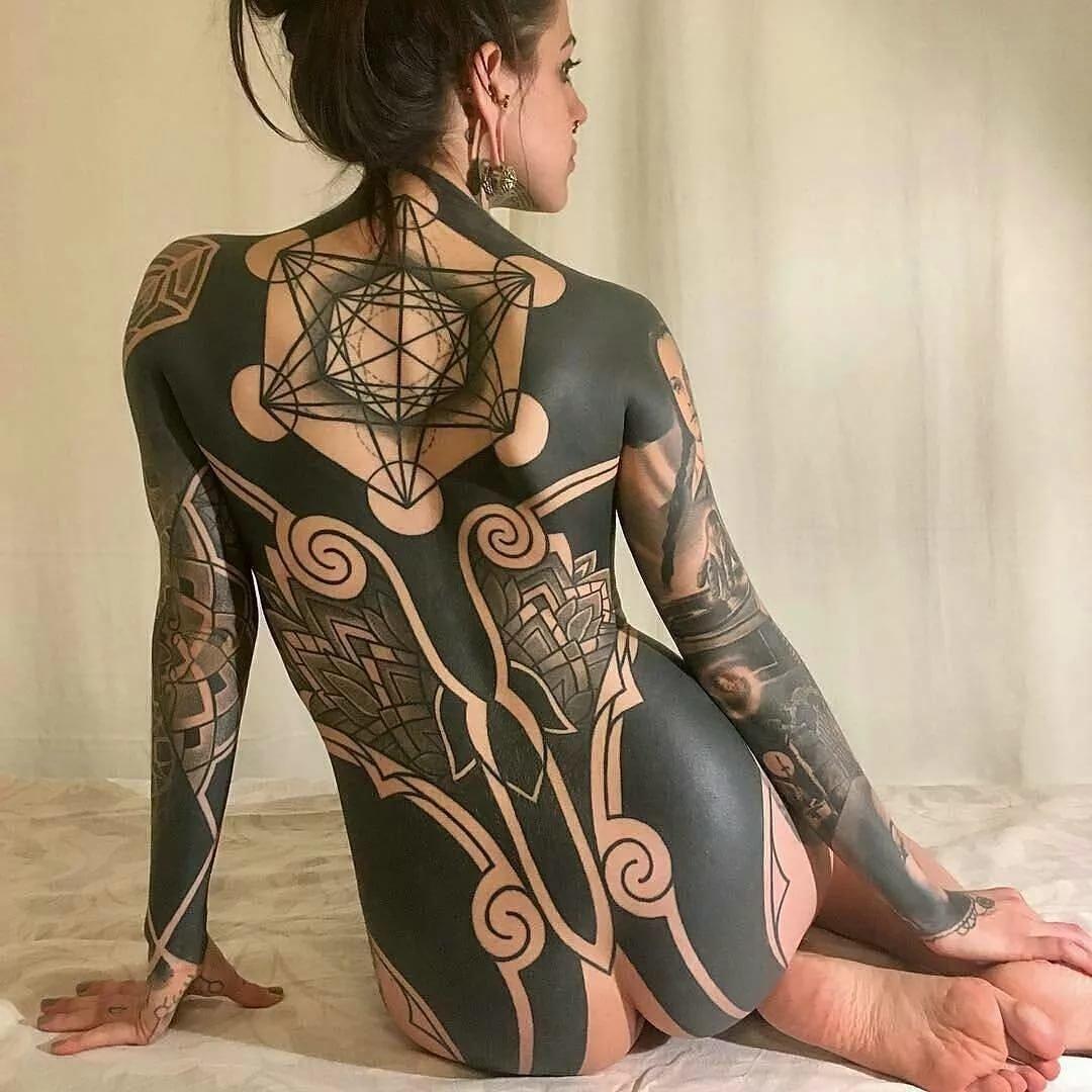 Женские татуировки по всему телу фото